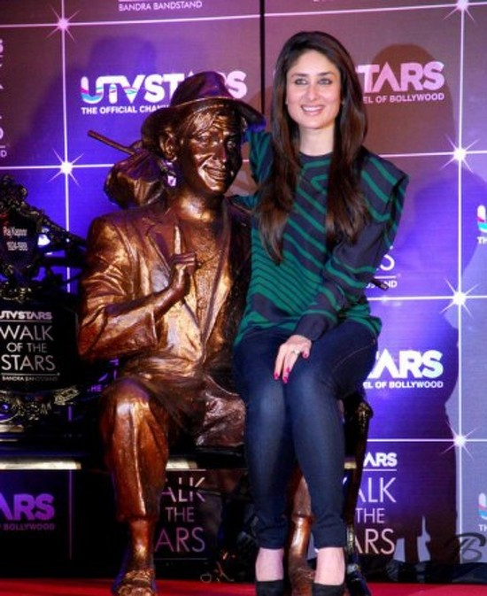 Kareena-Kapoor-launches-raj-kapoor statue