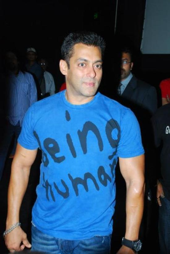 Salman khan and family to promote being human clothes and for Shahrukh khan t shirt brand