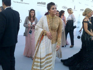 Aishwarya-Rai-Red-Carpet-First-Pictures-Cannes-2012