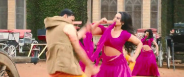 Chikni-Kamar-Pe-Teri-Sonakshi-Sinha-Akshay-Kumar-Rowdy-Rathore-(4)