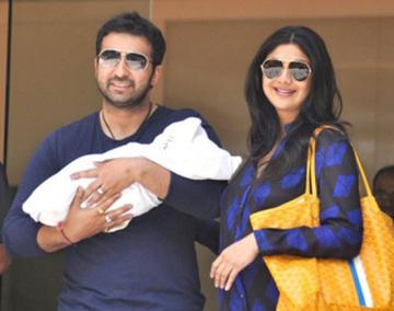 Shilpa-Shetty-Raj-Kundra-With-Their-Baby-1