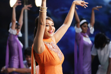 madhuri-dixit-as-mumtaz-in-jhalak-dikhla-jaa-5-still-2