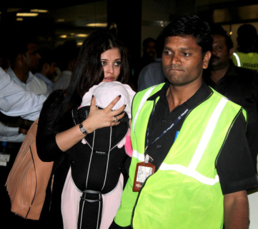 Aishwarya-Rai-With-Daughter-Aaradhya-3