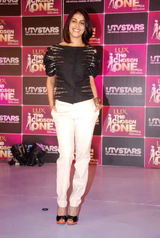 Genelia\u0027s new haircut is courtesy Ritesh! , Talk Bollywood