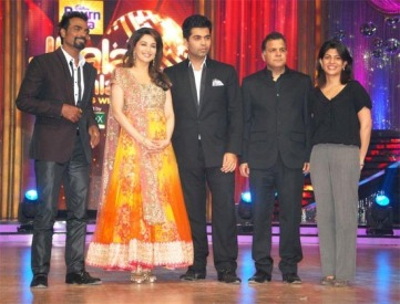 Madhuri-Dixit-And-Karan-Johar-At-Launch-Of-Jhalak-Dikhla-Jaa-5