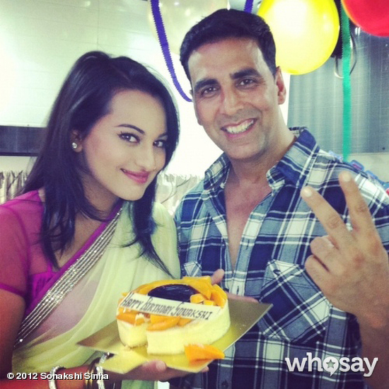 Cake Images With Name Akshay : When Sonakshi got birthday cakes from Akshay Kumar and ...