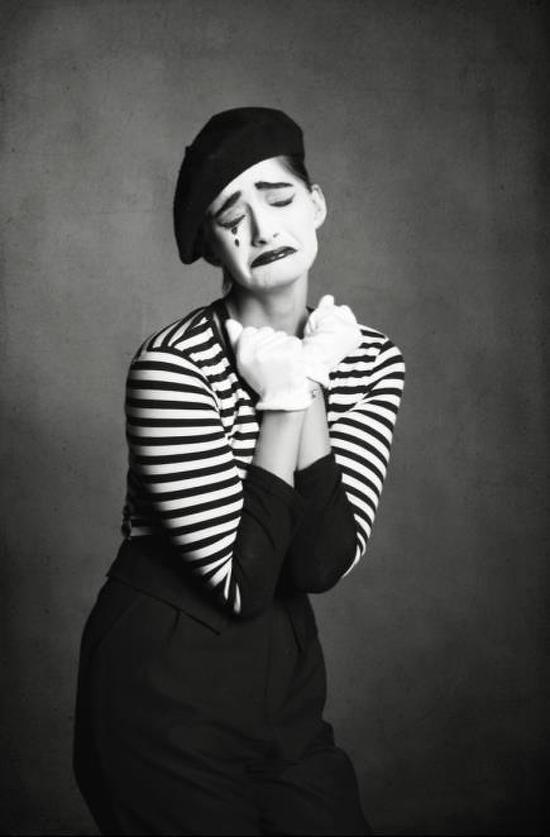 In Pics Sonam Kapoors The Mime Look