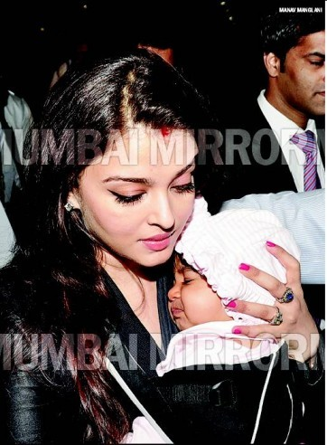 First-Look-At-Aaradhya-Bachchan-1
