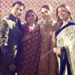 Kareena-Kapoor-At-Delhi-Wedding-Reception