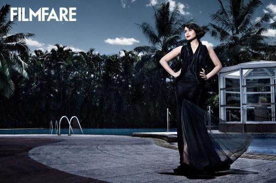 http://www.talkbollywood.com/wp-content/uploads/2012/10/Rani-Mukherjee-Filmfare-November-2012-Scan-2.jpg
