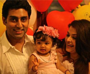 Aaradhya-Bachchan-1st-Birthday-Picture-With-Abhishek-Aishwarya
