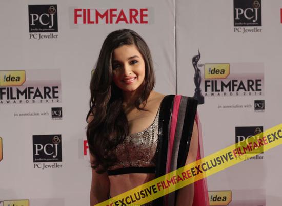 Alia-Bhatt-Filmfare-Awards-2013
