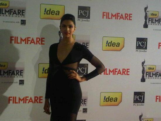 Deepika-Padukone-At-Filmfare-Awards-2013