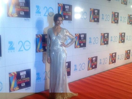 Deepika Padukone-At-Zee Cine Awards-2013