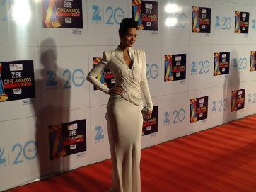 Esha Gupta-At-Zee Cine Awards-2013
