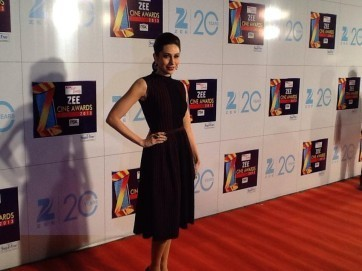 Karishma Kapoor-At-Zee Cine Awards-2013