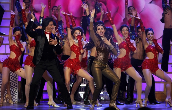 SRK-Karishma-Yash Chopra Tribute-Zee Cine Awards