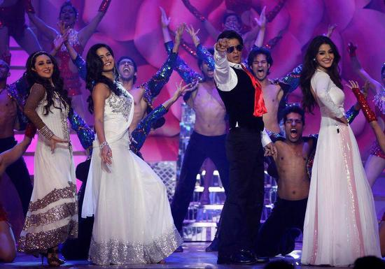 Shahrukh Khan Tribute To Yash Chopra At Zee Cine Awards