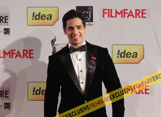 Sidharth-Malhotra-At-Filmfare-Awards-2013
