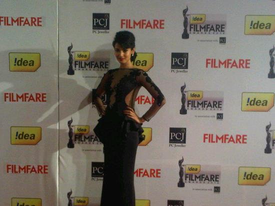 Sonal-Chauhan-Filmfare Awards 2013