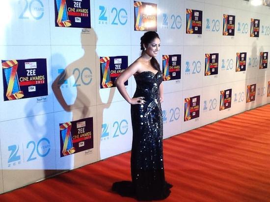 Yami Gautam-At-Zee Cine Awards-2013