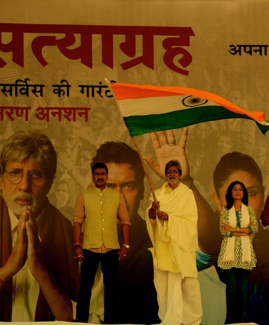 Amitabh-Ajay-Amrita-On-Sets-Of-Satyagraha