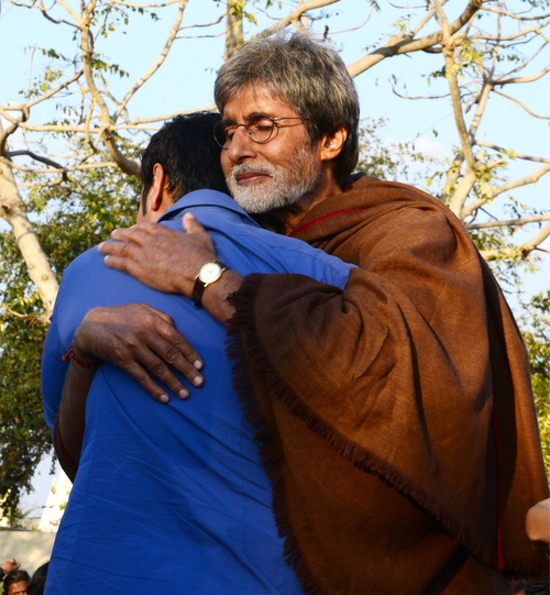 Amitabh-Bachchan-Ajay-Devgn-On-Sets-Of-Satyagraha-Picture