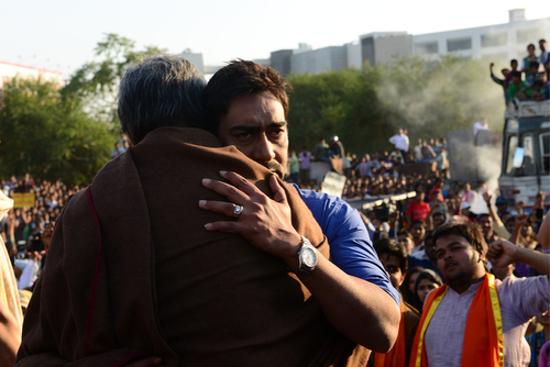 Amitabh-Bachchan-Ajay-Devgn-On-Sets-Of-Satyagraha