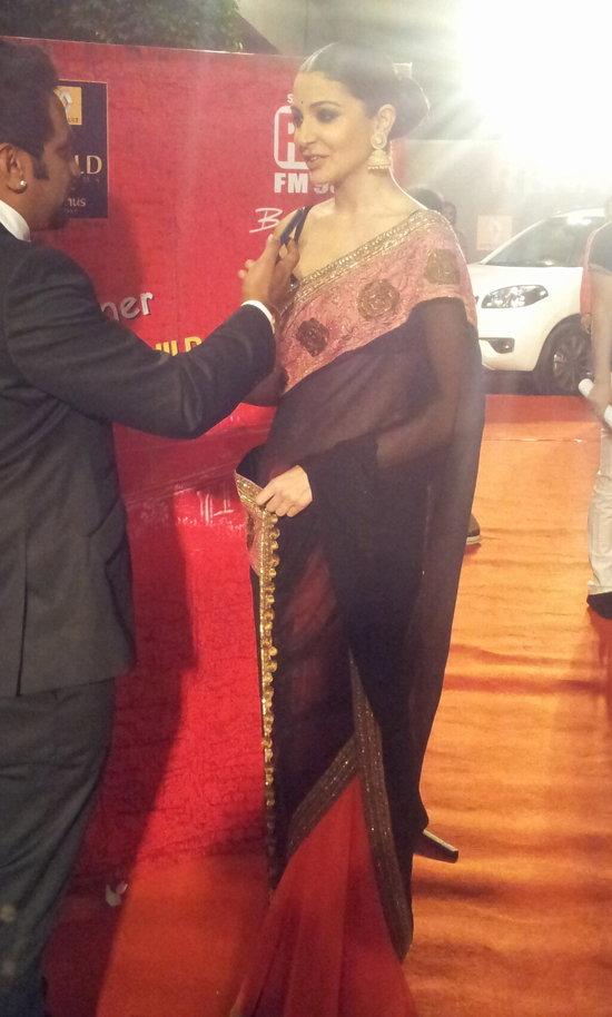 Anushka-Sharma-At-Star-Guild-Awards-2013