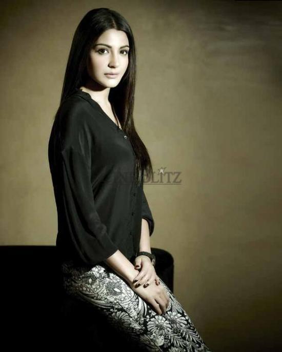 Anushka-Sharma-Cineblitz-Feb-2013-Scans-2