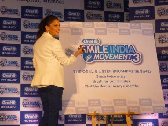 Madhuri-Dixit-At-Oral B-Smile-India-Movement-3-Pic