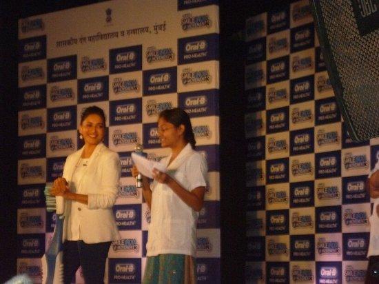Madhuri-Dixit-At-Oral B-Smile-India-Movement-3-Picture