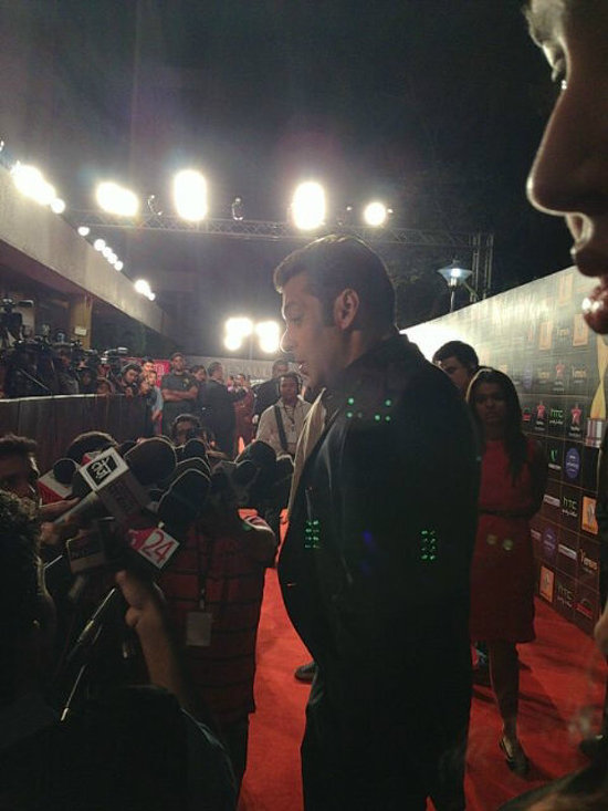 Salman-Khan-At-Star-Guild-Awards-2013