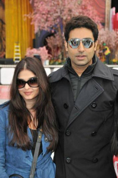 Abhishek-Bachchan-Aishwarya-Rai-In-Vancouver-TOIFA-Pic
