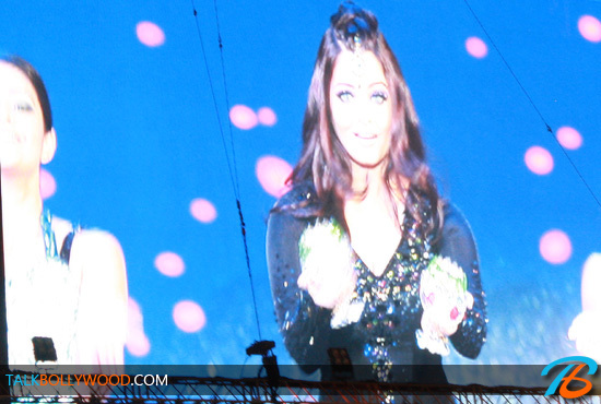 Aishwarya-Rai-TOIFA-Performance-Photos-(3)-tbwm