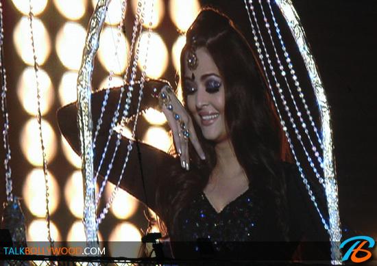 Aishwarya-Rai-TOIFA-Performance-tbwm