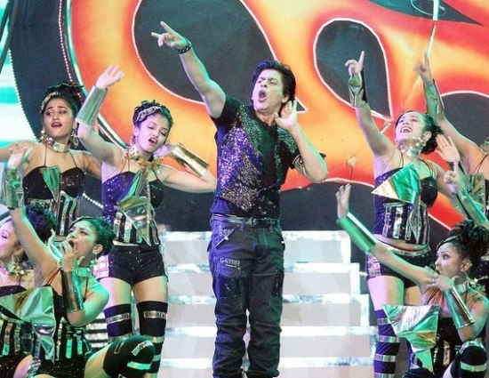Shahrukh-Khan-Performing-At-IPL-6-Opening-Ceremony-Pic