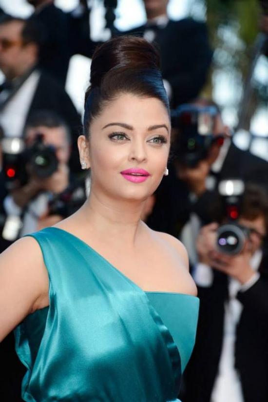 Aishwarya-Rai-At-Cleopatra-Premiere-Cannes-2013-Pic