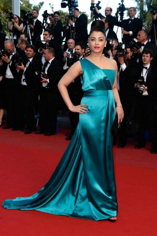 Aishwarya-Rai-At-Cleopatra-Premiere-Cannes-2013