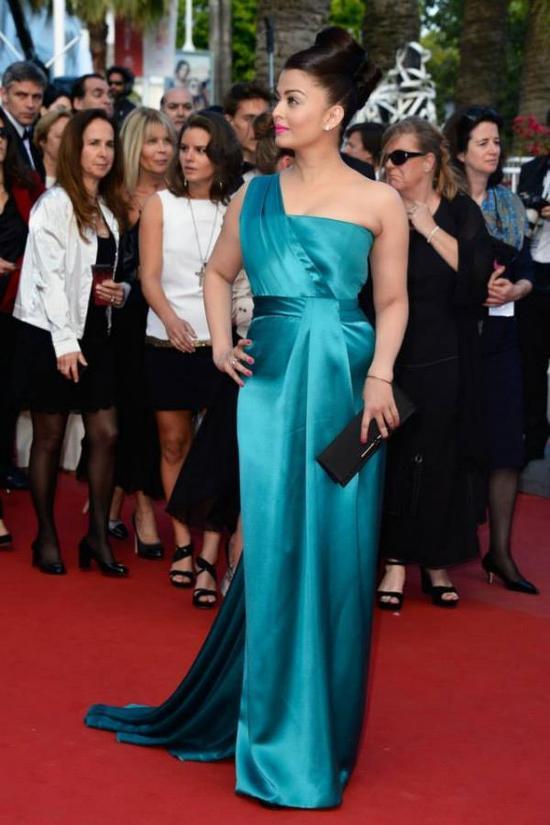 Aishwarya-Rai-Bachchan-At-Cleopatra-Premiere-Cannes-2013