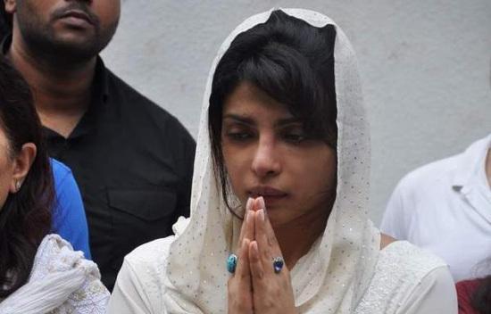 Priyanka-Chopra-At-Fathers-Funeral
